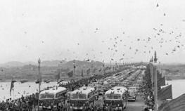 1957年武汉长江大桥建成通车